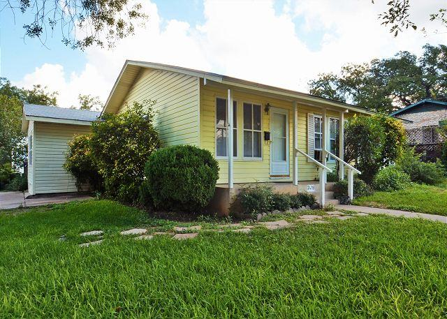Exterior - 4BR/2BA South Congress Spacious Home New Remodeled - Austin - rentals