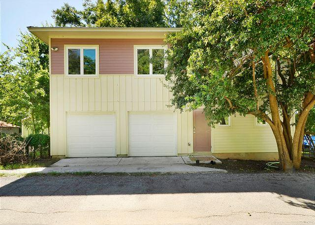 Garage - 2BR/2BA Huge Fall Discounts! Home Seconds To Rainey Street And Downtown - Austin - rentals