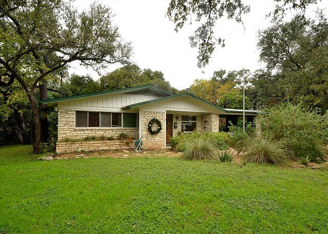 4BR/2BA Huge August discounts Home With Hot Tub, Putting Green & Close Zilker - Image 1 - Austin - rentals
