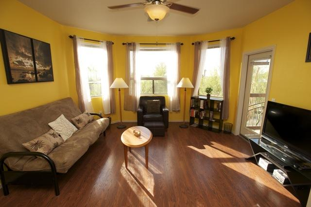 Open living room with lots of natural light - Open & Modern, Safe, Pool, Wi-Fi, Elevator, Gym! - Phoenix - rentals