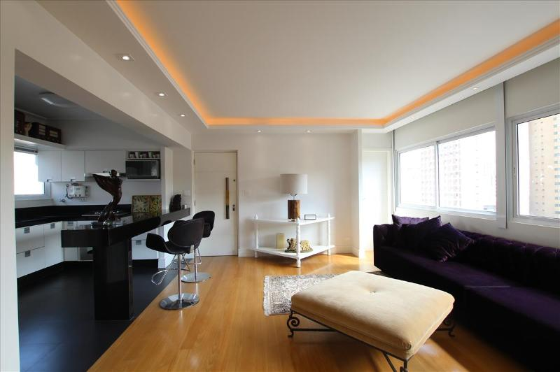 Tasteful 2 Bedroom Apartment in the Heart of Jardins - Image 1 - Santo Andre - rentals