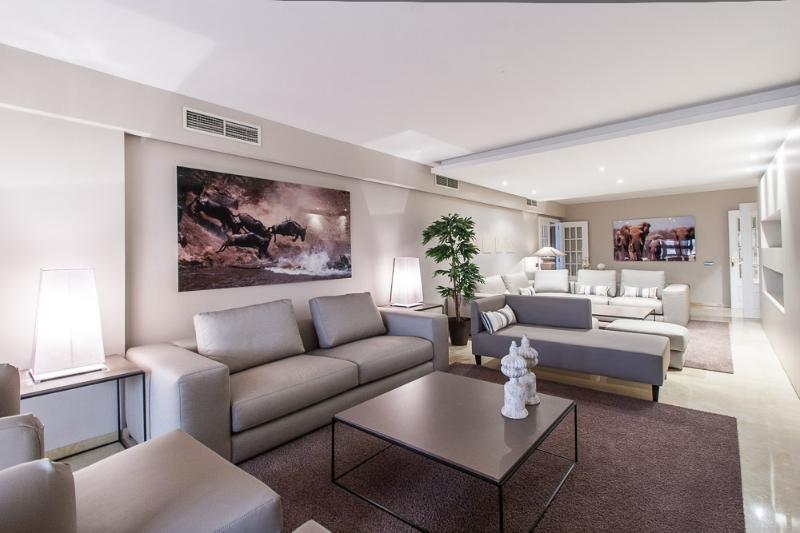 Alameda Deluxe 4 bedroom luxury apartment, amazing views! - Image 1 - Valencia - rentals