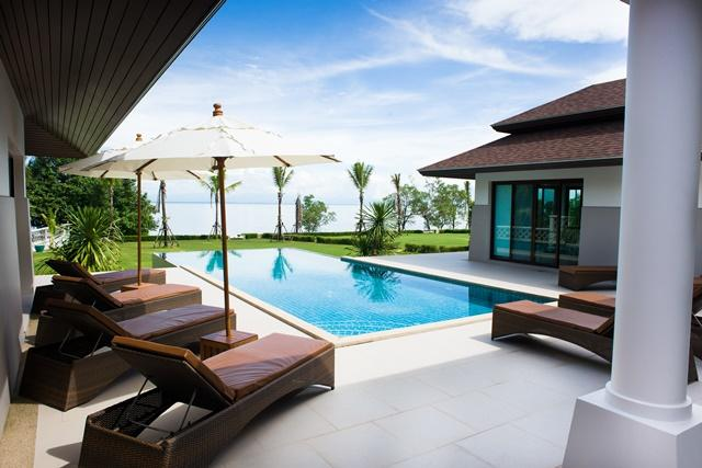 Outside patio, infinity swimming pool and sea view. - Truly Luxurious Beachfront Villa Koh Chang - Koh Chang - rentals