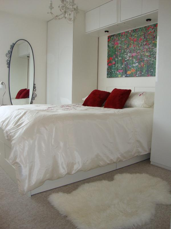 Bedroom - No.1 Location Smart Central London Riverside Flat - London - rentals