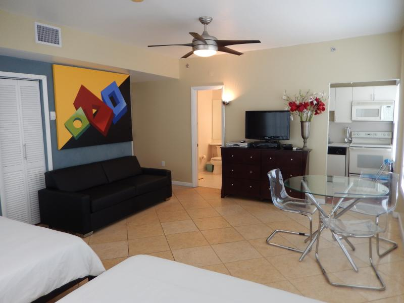 Corner Studio Interior-Full Sofa-Bed - 918 OCEAN DRIVE SUPERIOR DOUBLE QUEEN STUDIO - Miami Beach - rentals