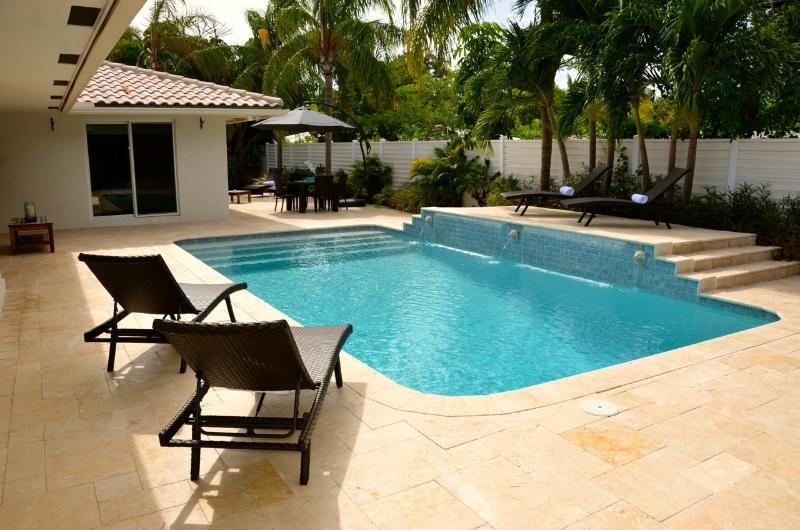 Spectacular Private Rear Yard w/Heated Pool Dining & Lounge Areas... - Casa Carina Spectacular 5 Star 4 Bd 4.5 Ba Heated Pool Steps To Private Beach! - Pompano Beach - rentals
