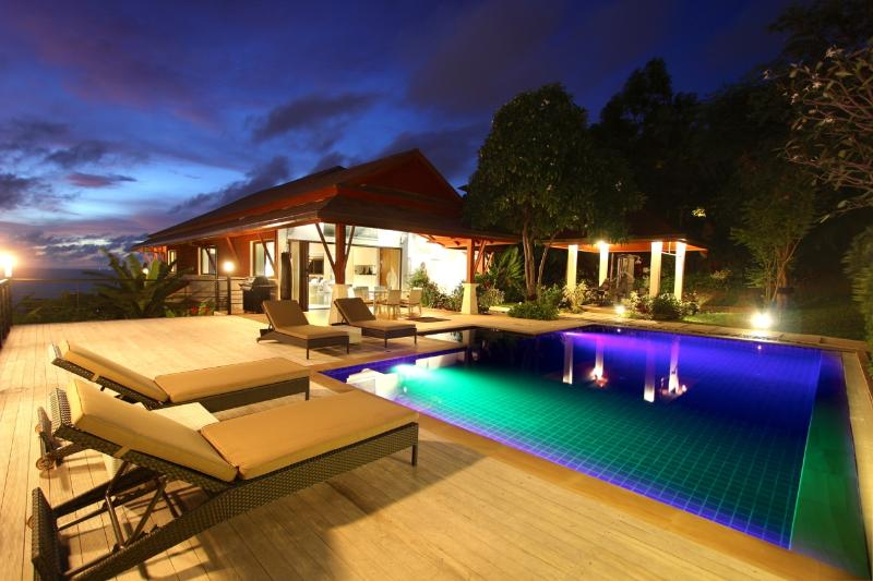 Evening on the pool deck . - Patong Bay View Luxury Pool Villa - Patong - rentals