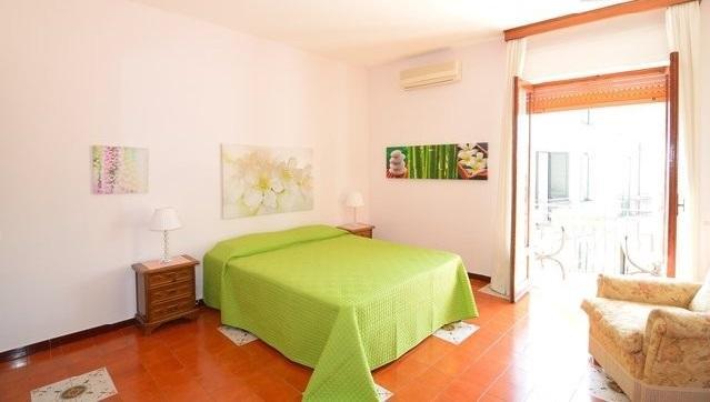 First : bedroom - Case  Alessia  N° 2   (  Centro Storico Taormina) - Taormina - rentals