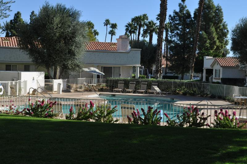 pool just steps away from the back ground level deck - 3 bedroom palm desert condo, Desert Falls - Palm Desert - rentals
