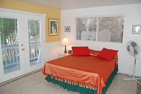 Bedroom has Queen Bed - Garden 2-bath Rosemary suite $45-$65 - Kailua-Kona - rentals
