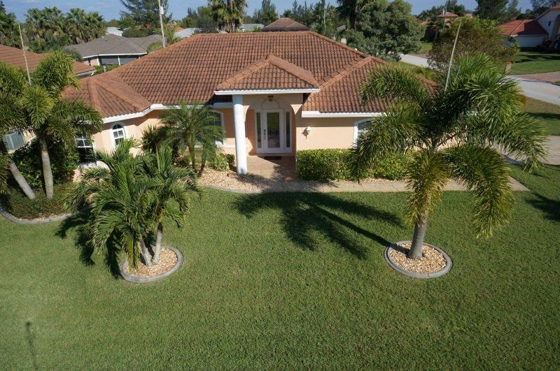 Cape Escape - Cape Coral 4b/2ba home w/electric heated pool, HSW Internet, - Image 1 - Cape Coral - rentals