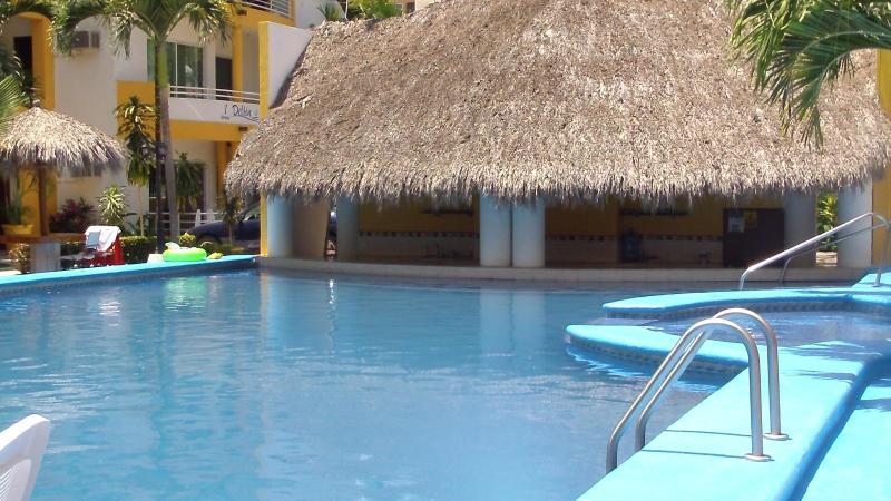 Beautiful Pool with swim up bar - Bucerias Rental, 3 BR Condo w/pool  'Mi Casa Es Su Casa'  Perla Del Mar - Bucerias - rentals