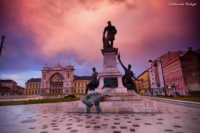square of  Keleti railway station 2 min from the apt - Central Studio near  Keleti railway  station and M - Budapest - rentals