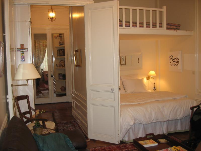 Nr Champs Elysees- Large studio apartment/sleeps up to 5 - Image 1 - Paris - rentals