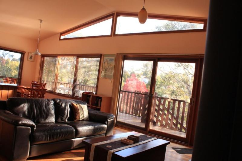 Upstairs family room - Harrys Lookout - 4 Bedroom cottage in Katoomba, Blue Mountains, NSW - Katoomba - rentals