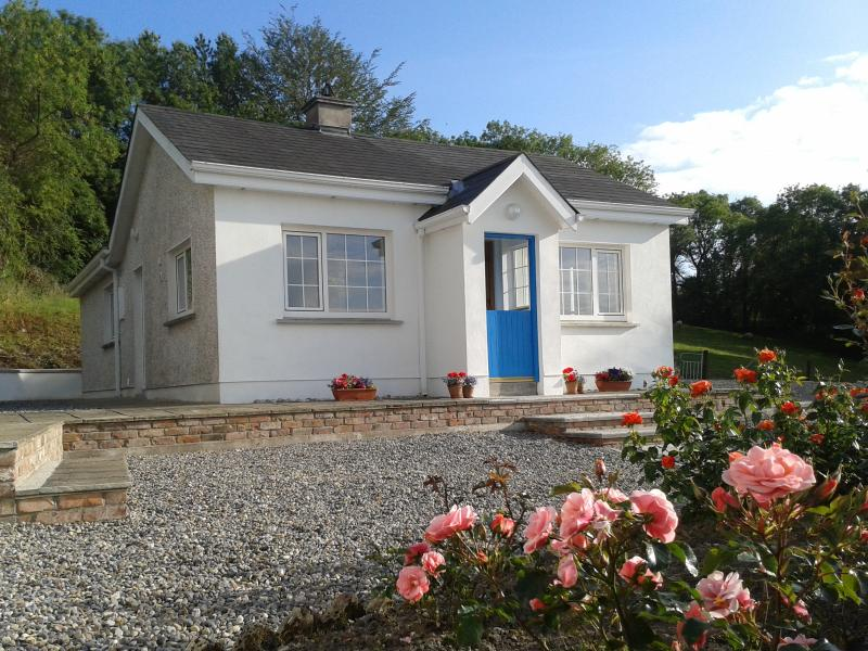 Cottage and garden, front view - Cosy fisherman's cottage beside Blackwater River - Dungarvan - rentals