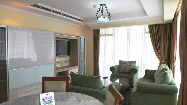 Living Room with balcony - Spacious 2 Bedroom Apartment in the Central of Jakarta - Jakarta - rentals