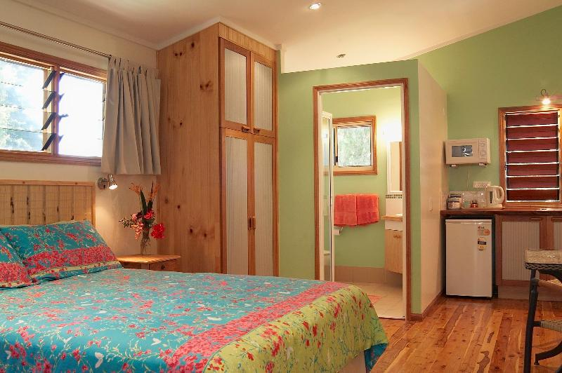 The Green Room with ensuit - Clifton Beach Retreat - Clifton Beach - rentals