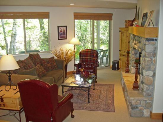 Bridgepoint #17 - Ketchum - Delightful Condo on Trail Creek, walk to downtown, close to River Run; - Image 1 - Ketchum - rentals