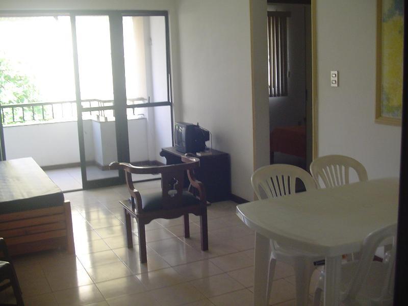 Sala decorada com varanda - Venha viver o sol da Bahia - Apartamento completo para diária e temporada - Salvador - rentals