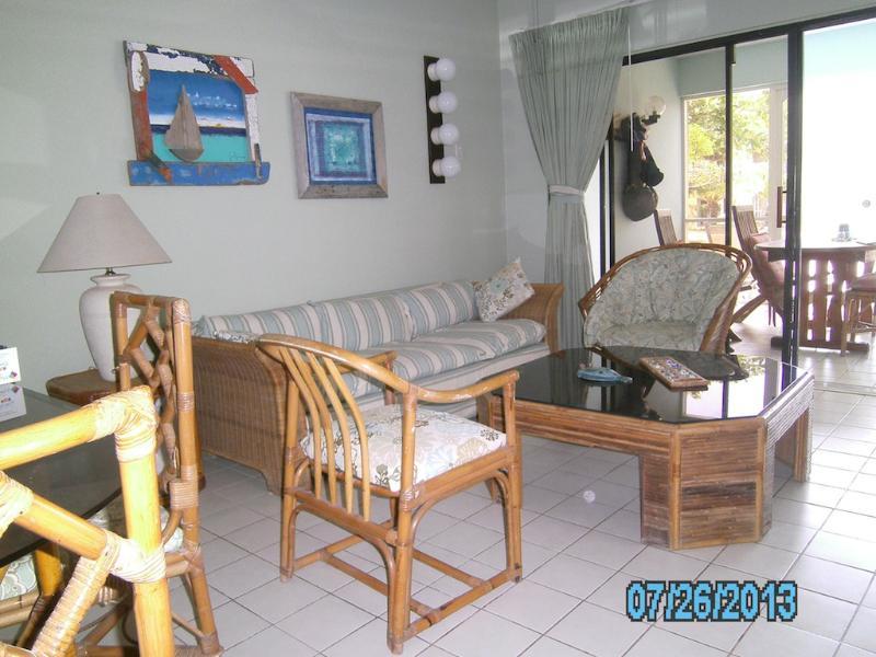 Living room - Oceanfront Condo at Sand Dollar Bonaire (Condo B7) - Kralendijk - rentals