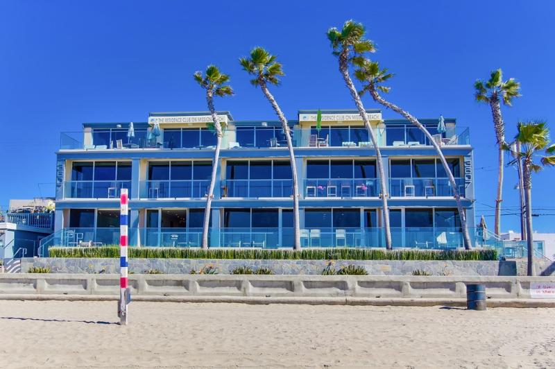 ***WOW, Ultimate OCEAN FRONT Beach Home*** - Image 1 - Winter Park Area - rentals