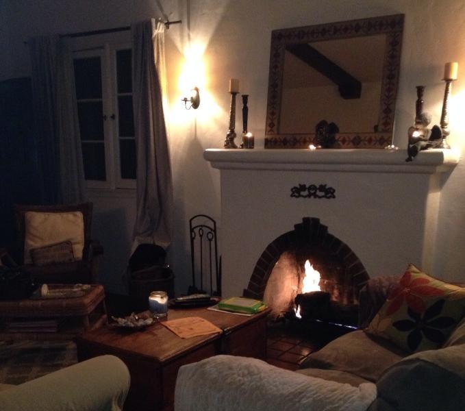 Romantic living room - Classic 3 bedroom Spanish upper Duplex  in LA - Los Angeles - rentals