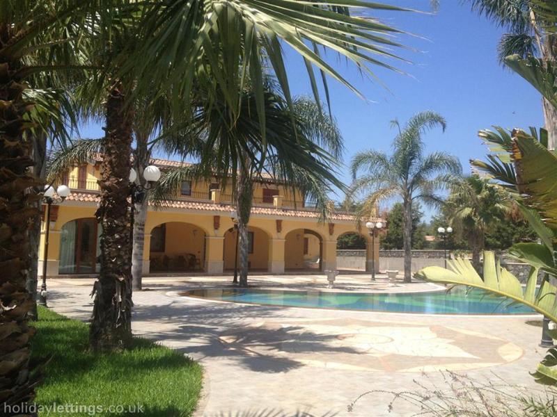 V&V Holiday villa in Sicily - Image 1 - Acireale - rentals