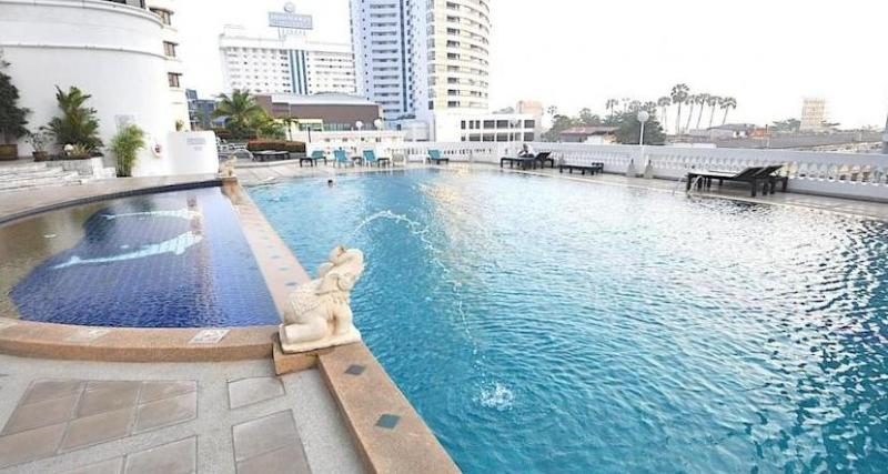 5th floor swimming pool overlooking the ocean - Jomtien Beach Condotel on Jomtien Beach - Jomtien Beach - rentals