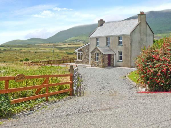 SUAN, detached cottage, woodburner, snooker table, enclosed gardens, near Ring of Kerry and Ballinskelligs, Ref 12747 - Image 1 - Ballinskelligs - rentals