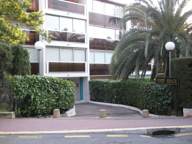 Resdidence External Vue - Fantastic Cannes Studio with a Pool, Garden, and Sauna - Cannes - rentals