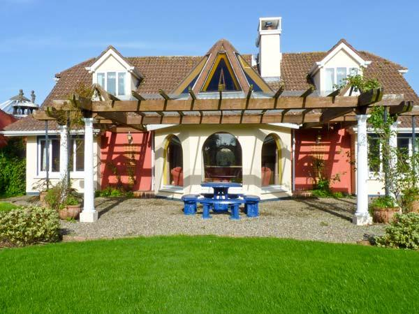 BALLYSHEEN HOUSE, semi-detached cottage, shared use of tennis courts, near - Image 1 - Rosslare - rentals