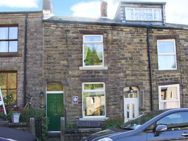 WAYFARERS COTTAGE, short stroll from Bugsworth Basin, king-size double bedroom, pet-friendly, in Buxworth near Whaley Bridge, Ref 28898 - Image 1 - Whaley Bridge - rentals