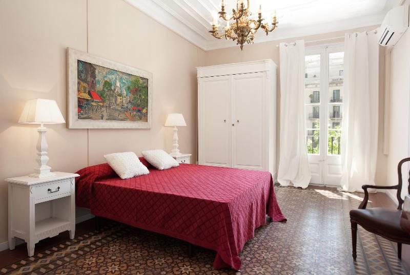 Central 4bedroom family Apartment Eixample +Airco - Image 1 - Barcelona - rentals