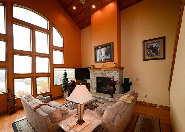 Main Level Great Room - Mountain Lake Villa - McHenry - rentals
