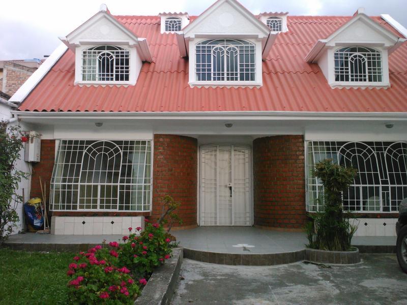 Front View - Cuenca Ecuador Great house 15 minutes to El Centro - Cuenca - rentals