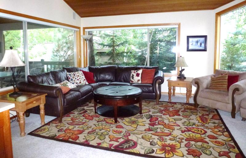 Upstairs Living Room - Sleeps 10 Family Home - 10 Unlimited SHARC Passes - Sunriver - rentals
