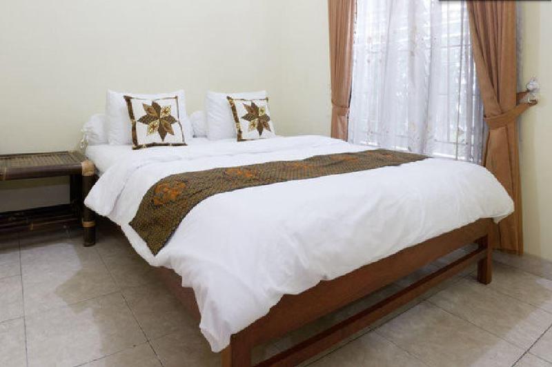 Room Downstairs - Group Friendly house near Malioboro, Yogyakarta - Yogyakarta - rentals