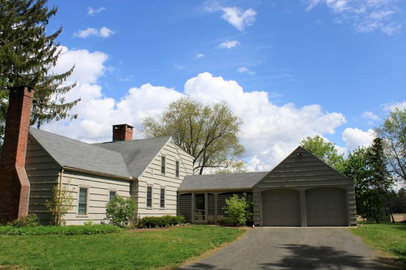 front of house - Field View Cottage , Convenient to All Berkshire - Great Barrington - rentals