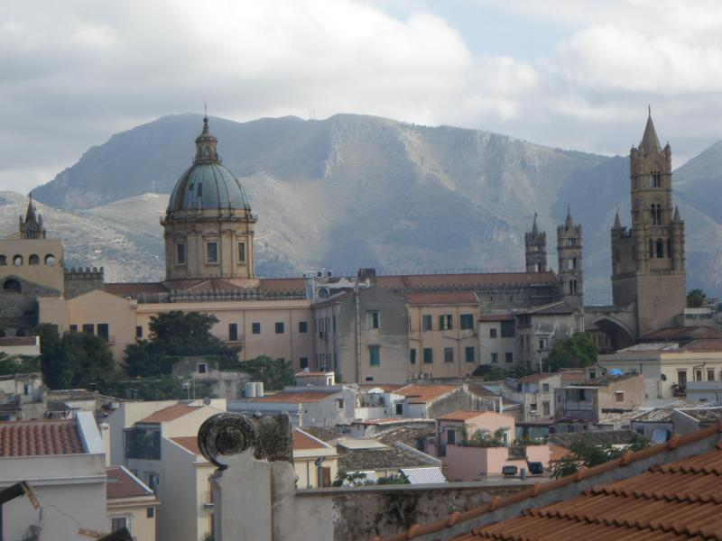 "View of Cathedral from balcony - Homeholidays Palermo ""Casa di Bianca"" - Palermo - rentals"