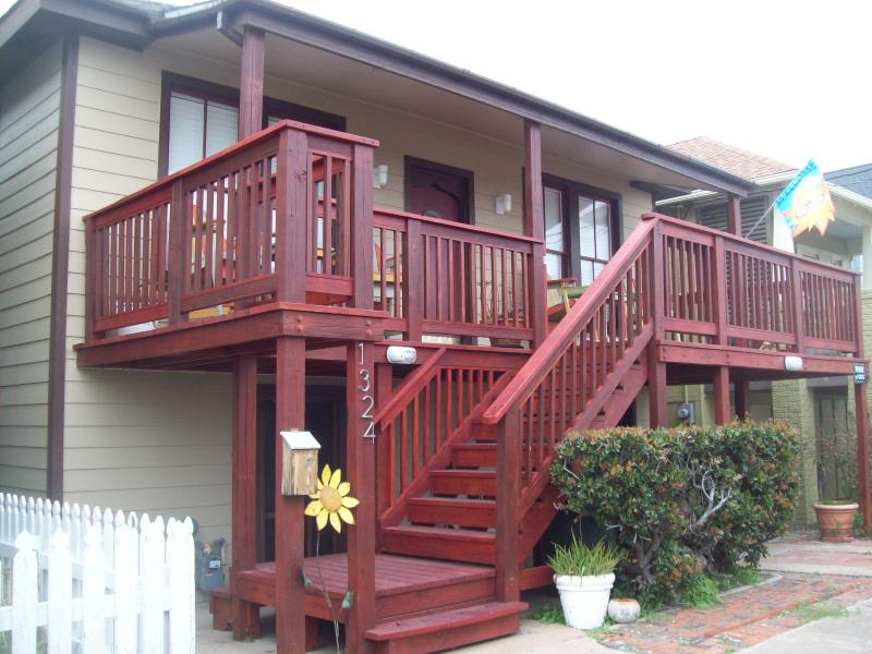 Sand & Serenity 1 Block From Seawall Beaches - Image 1 - Galveston - rentals