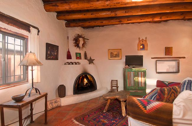 Historical adobe house with Kiva fireplace. - La Casa Nova, Historic adobe near Santa Fe Plaza - Santa Fe - rentals