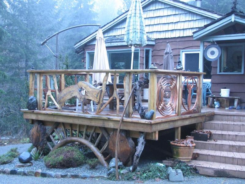 The deck - Eaglenest Sanctuary - Shawnigan Lake, BC - Shawnigan Lake - rentals