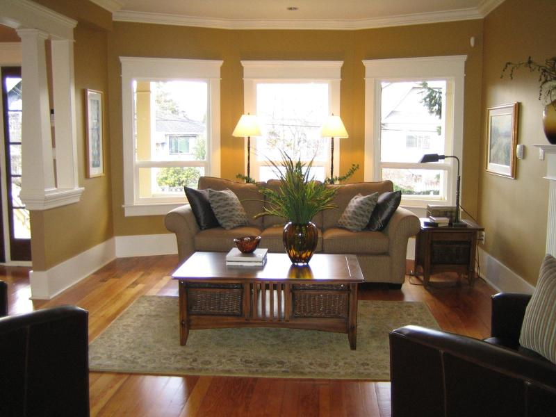 Spacious Living Room - Plenty of Light - Executive Retreat - Luxurious 3 BR House- Central - Vancouver - rentals