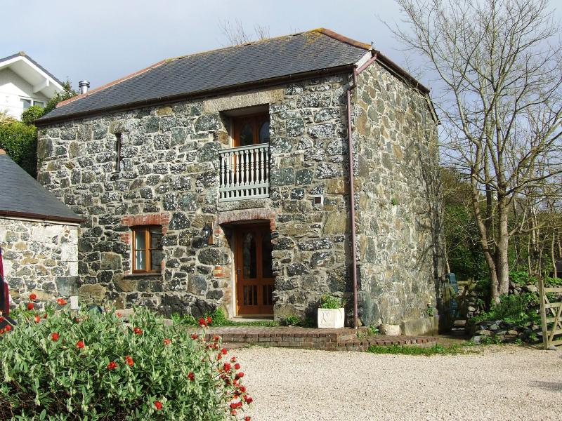 Front of Oofoo's Barn - Traditional stone cottage, 10 minutes to the sea - Mullion - rentals