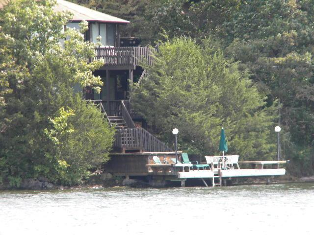 RAL DEAL/three bedroom/3 bath at waters edge Martini deck in water to fish/swim or relax/sip - OCATGON 8 sided VILLA  water's edge - Lake Ozark - rentals