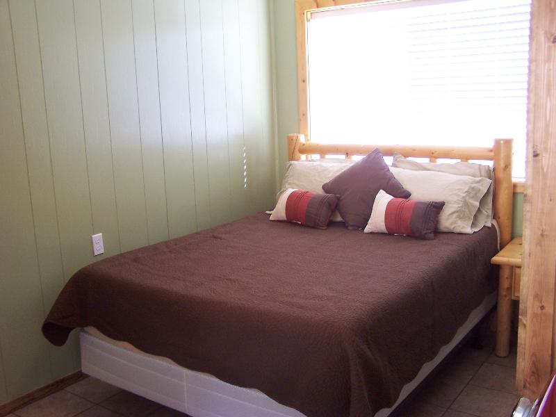 One bedroom with queen bed - Condo 8 in town, sleeps 4, Ski, - Red River - rentals