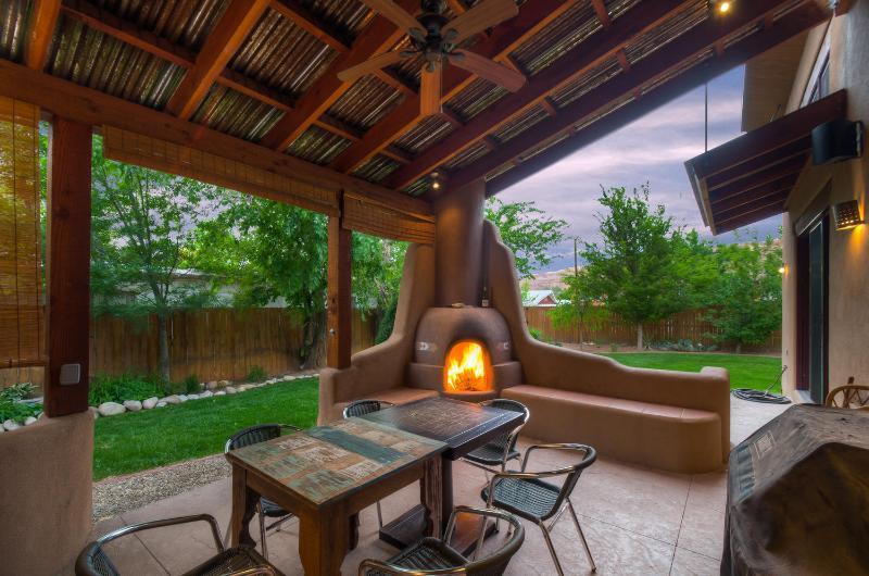 Back Deck with Kiva Fireplace - Bowen Circle Retreat - Moab - rentals