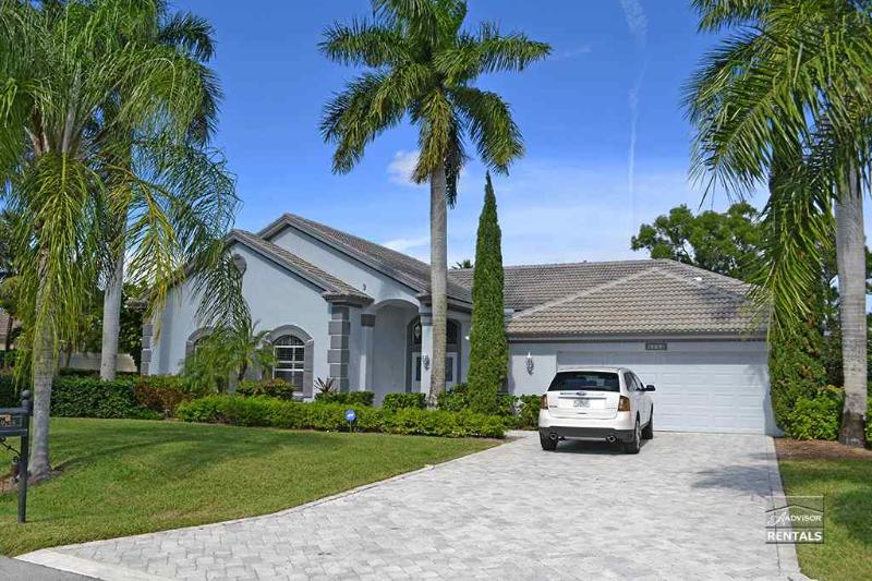 Beautiful single family pool home with golf course and lake views - Image 1 - Bonita Springs - rentals