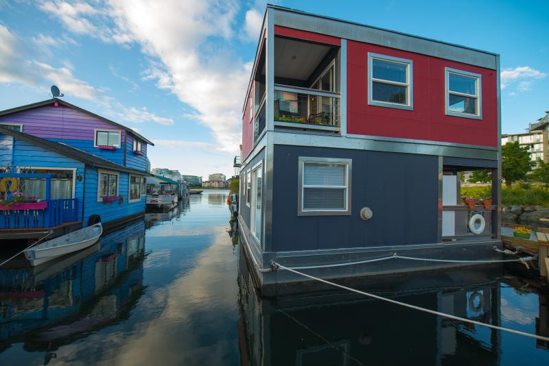 Float Home Rock to sleep - UNIQUE a B&B Float home in the sea  Close downtown - Victoria - rentals